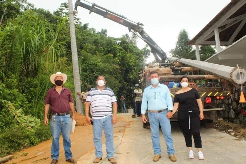 Gerson Calixto arranca obra de electrificación