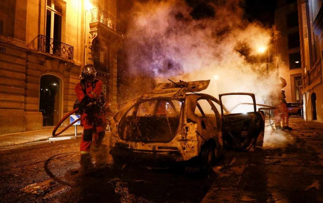 Derrota del PSG en Champions League deja disturbios en París y 148 detenidos