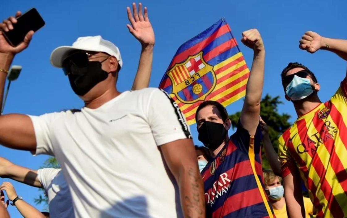 Fanáticos del Barcelona ruegan a Messi que no se vaya del club
