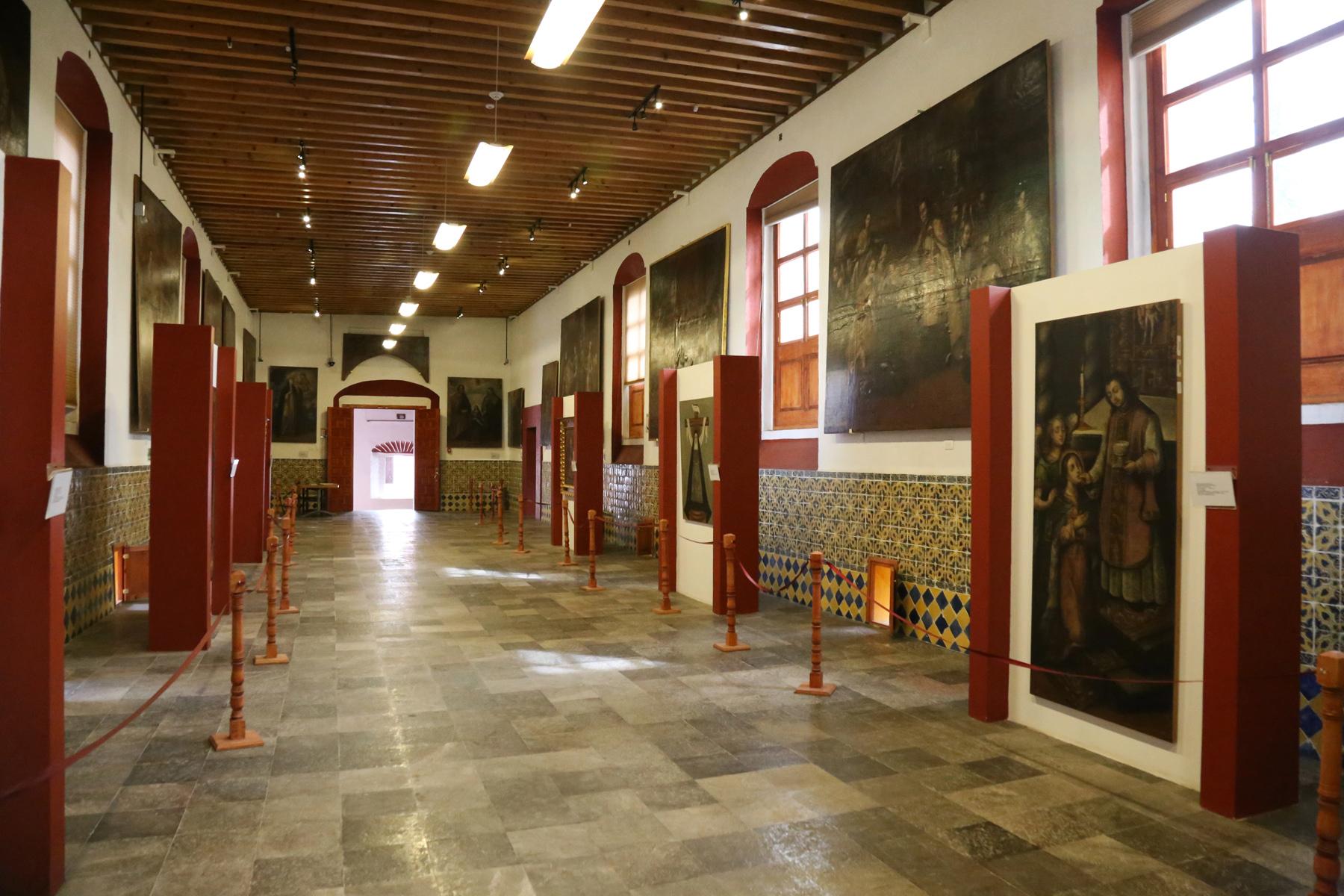 En el interior del Antiguo Hospital San Juan de Dios se conservan pinturas interesantes.