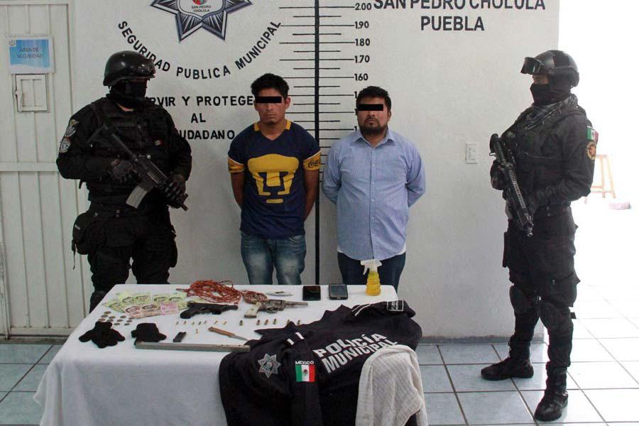 Detiene policía de San Pedro Cholula 2 sujetos por portación de arma