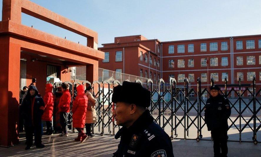 Veinte niños heridos en ataque en escuela primaria en Beijing