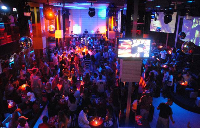 Busca Puebla homologar horario de cierre de antros a las 3 am