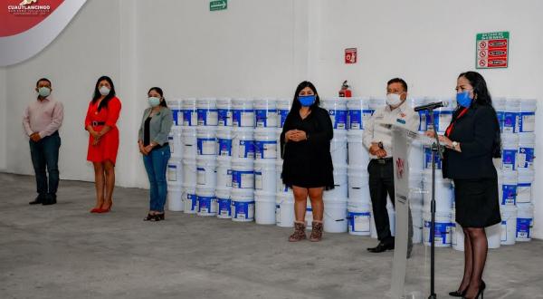 Entrega Ayuntamiento de Cuautlancingo botes de pintura a escuelas