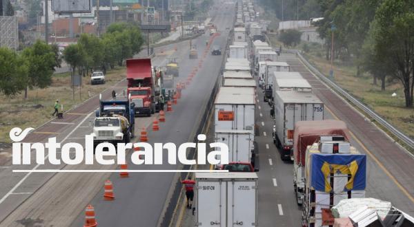 Pobladores de Coronango bloquean la México-Puebla; exigen seguridad