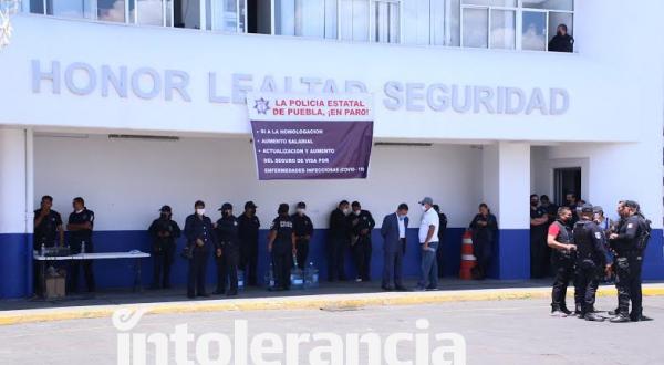 Se mantiene manifestación de policías estatales