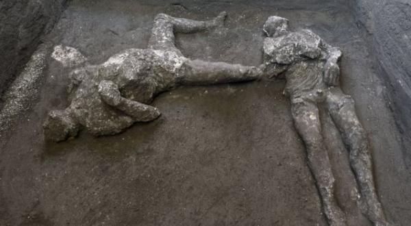 Hallan cuerpos de dos hombres en sitio arqueológico de Pompeya