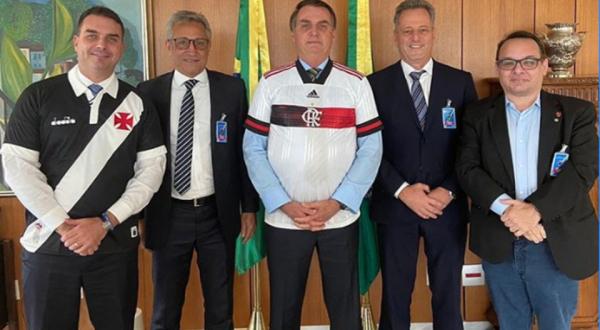 Genera polémica Jair Bolsonaro por reunión con dirigentes para reanudar el fútbol en Brasil