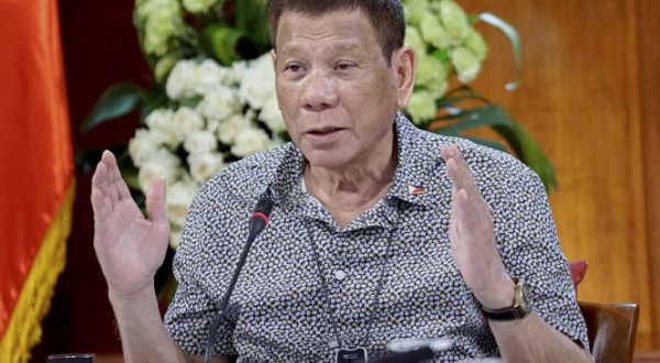 Presidente de Filipinas perdona a marine que mató a mujer transgénero
