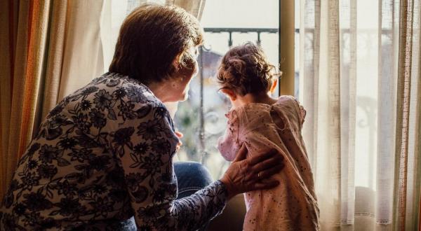 Tribunal de Países Bajos ordena a abuela borrar las fotos de sus nietos en Facebook