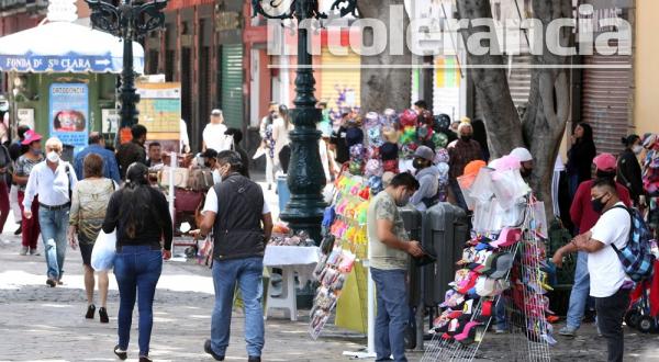 Ambulantesagreden a policías en la 14 y 16 Poniente, esquina 5 de Mayo