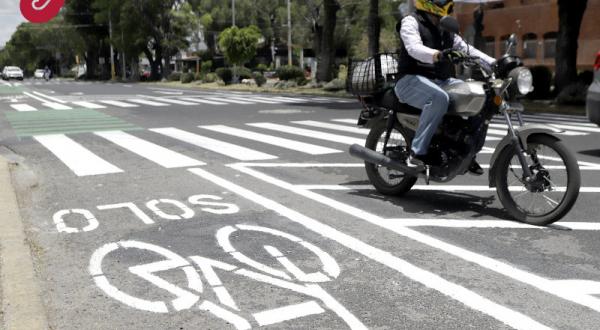 A base de infracciones harán respetar la ciclovía emergente de la 43 Poniente