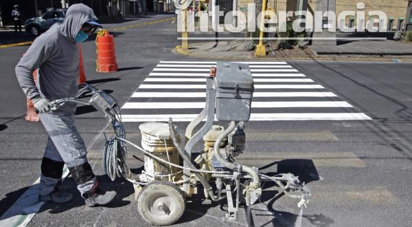 Vecinos de la 43 Poniente reprueban instalación de ciclovía emergente