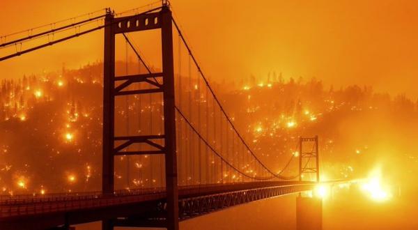 Continúan incendios forestales en sur de California