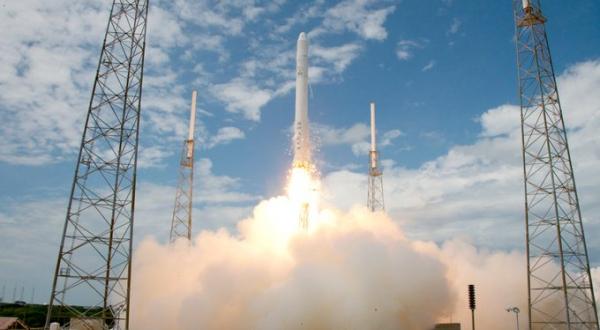 Envía SpaceX octavo lote de 60 satélites al espacio