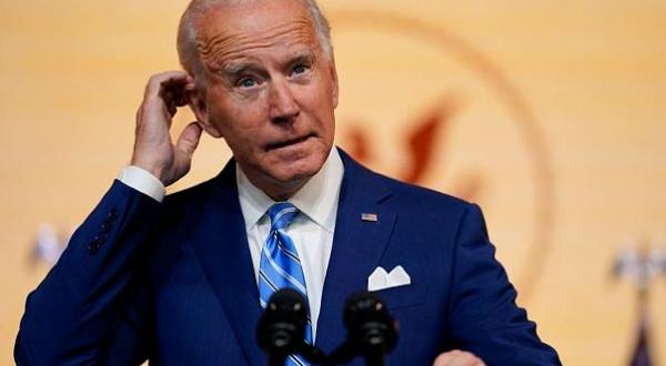 Joe Biden se fractura pie derecho, necesitará bota ortopédica