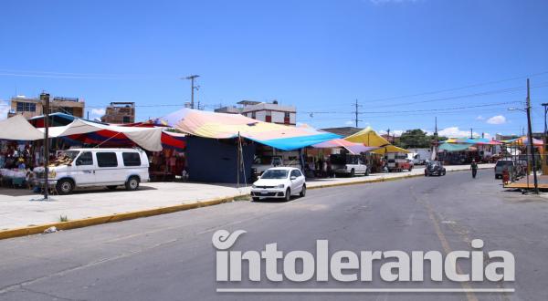 Necesidad económica obliga a tianguistas a regresar a Los Lavaderos
