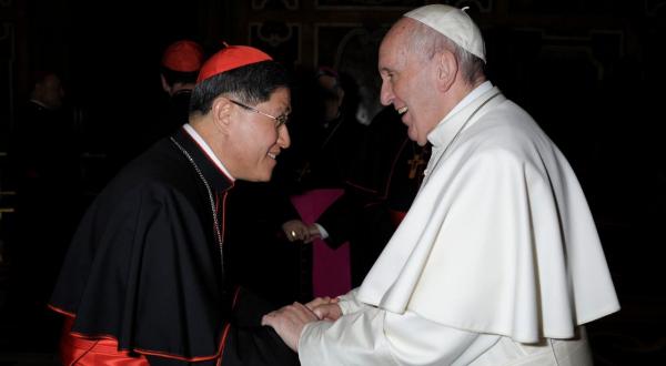 Antonio Tagle, asistente del papa Francisco da positivo a Covid-19