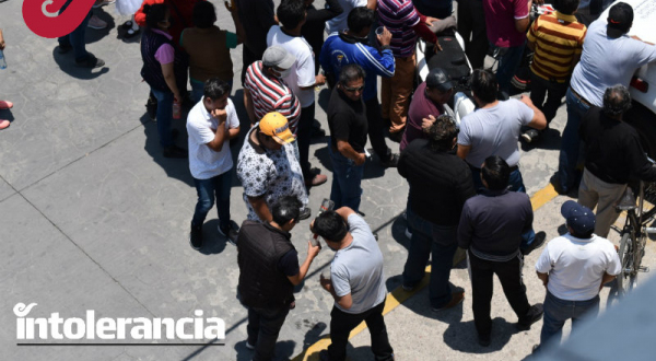En plena fase 3, comerciantes insisten en instalar tianguis en Tlalancaleca