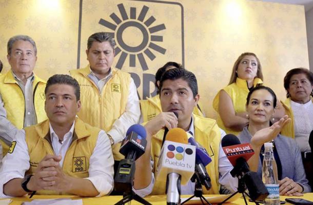 03/2018: Rivera Pérez anunciando, en conferencia de prensa, el fallo del Juzgado Tercero de Distrito.