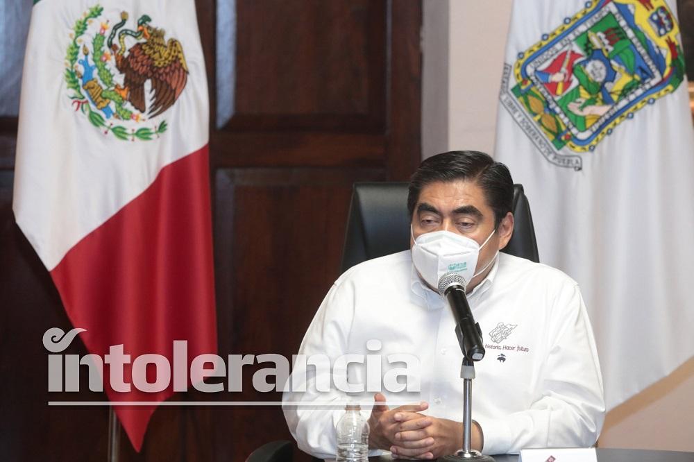 Busca Miguel Barbosa suprimir propaganda electoral disfrazada de libros y entrevistas