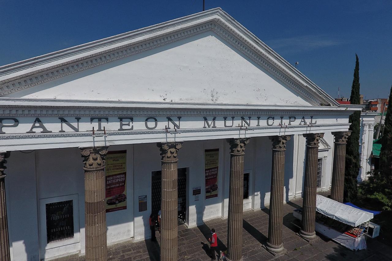 El virus huele a muerte: la realidad de los sepulteros del Panteón Municipal