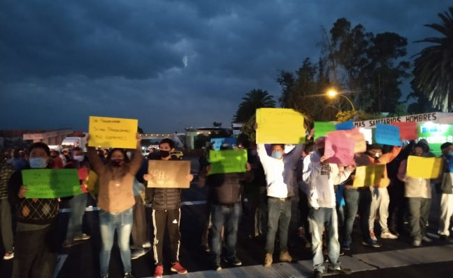 Tianguistas de Texmelucan exigen regresar y cierran autopista