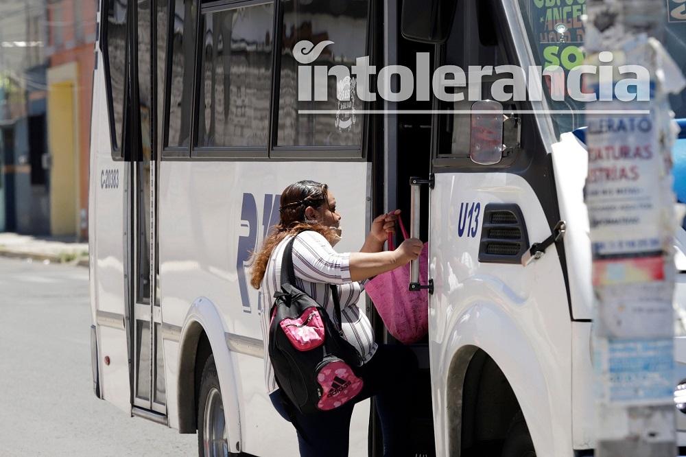 Operadores incumplen con sana distancia; emite Secretaría de Transporte 166 infracciones