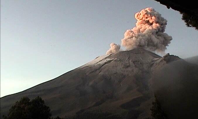 Emite Popocatépetl más de mil exhalaciones en la última semana