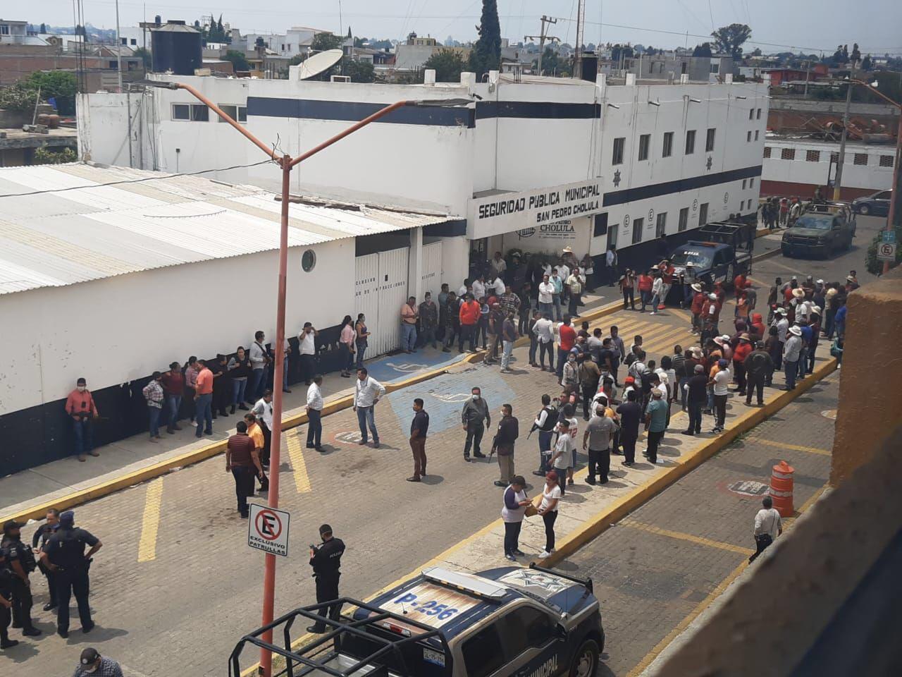Gente de Coronango, pretendían linchar a 3 presuntos ladrones en San Pedro Cholula